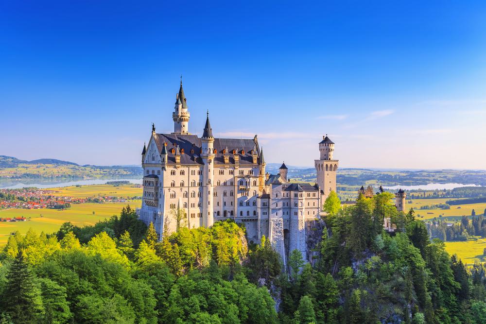 Neuschwanstein, Linderhof and Oberammergau VIP tour from Munich