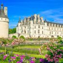 Guided Tour of the Loire Valley Chateaux and Wine Tasting from Paris