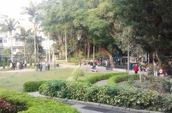 白鸽巢前地                                                          Praça de Luís de Ca